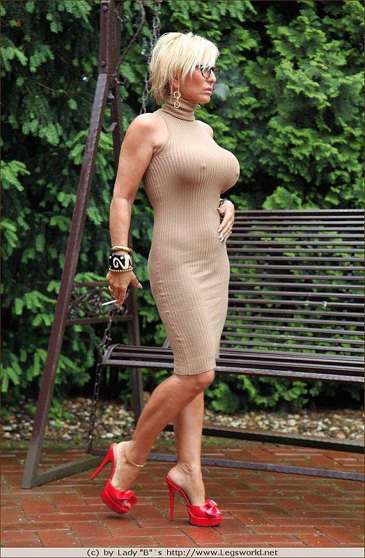 Sonia mothers: lady smoking barbara barbara