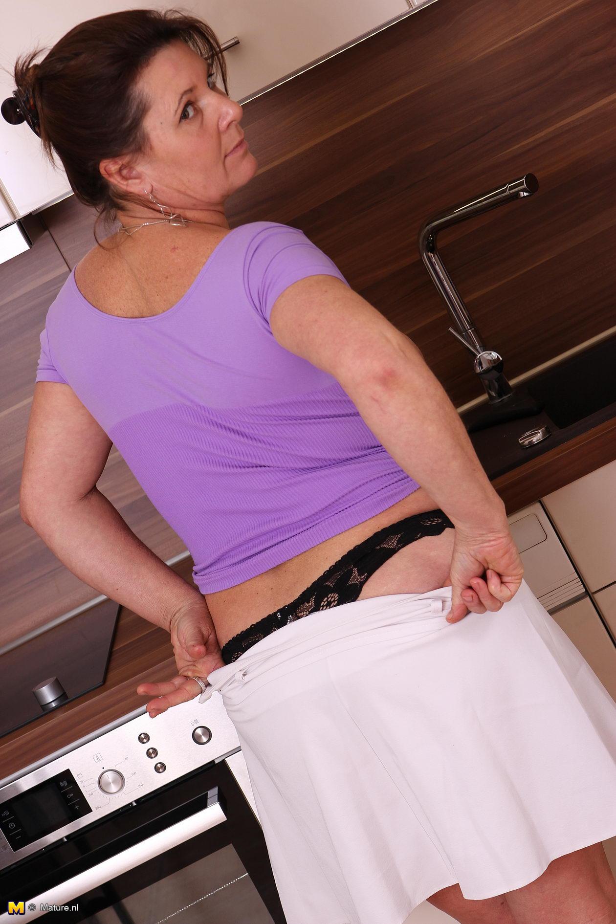 Mature women kitchen nude