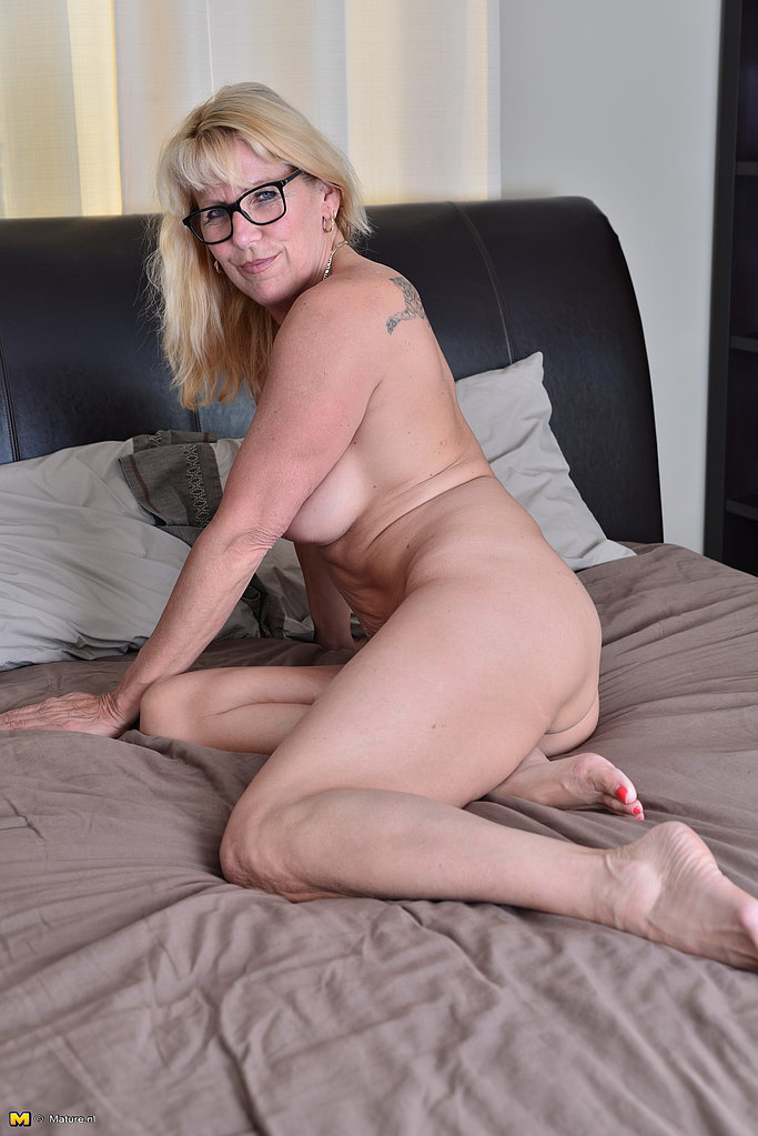 Canadian housewife nude