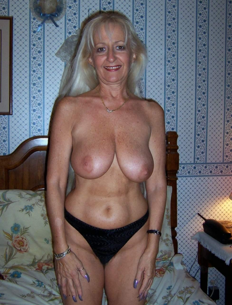 amateur pictures of horny moms with big boobs