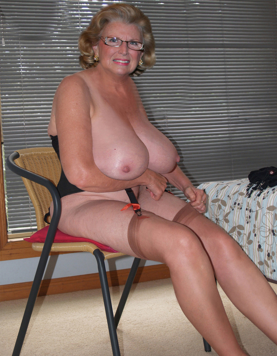 Beautiful nude mature women
