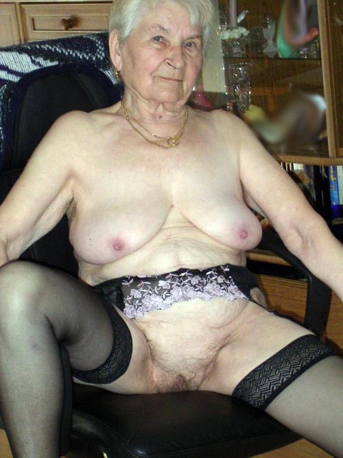 Nice Mature Ladies 108