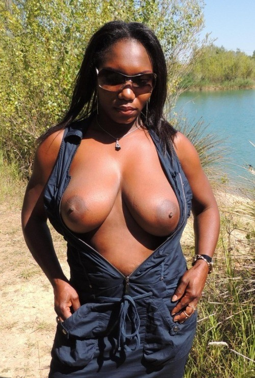Black mature moms sharing their XXX nudes