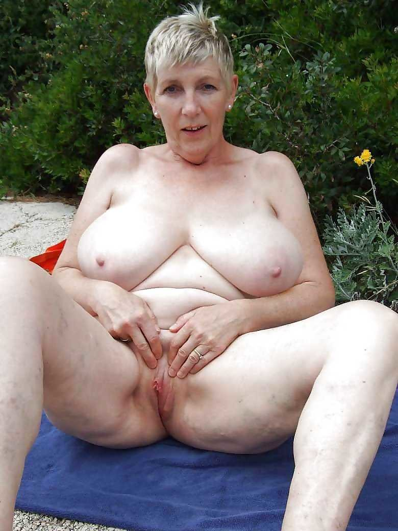 sexy mature women and their nude pictures