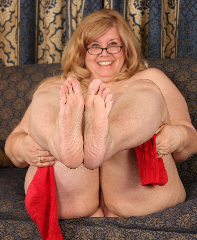 free-pics-mature-boobs-feet-gel-dildo-gifs