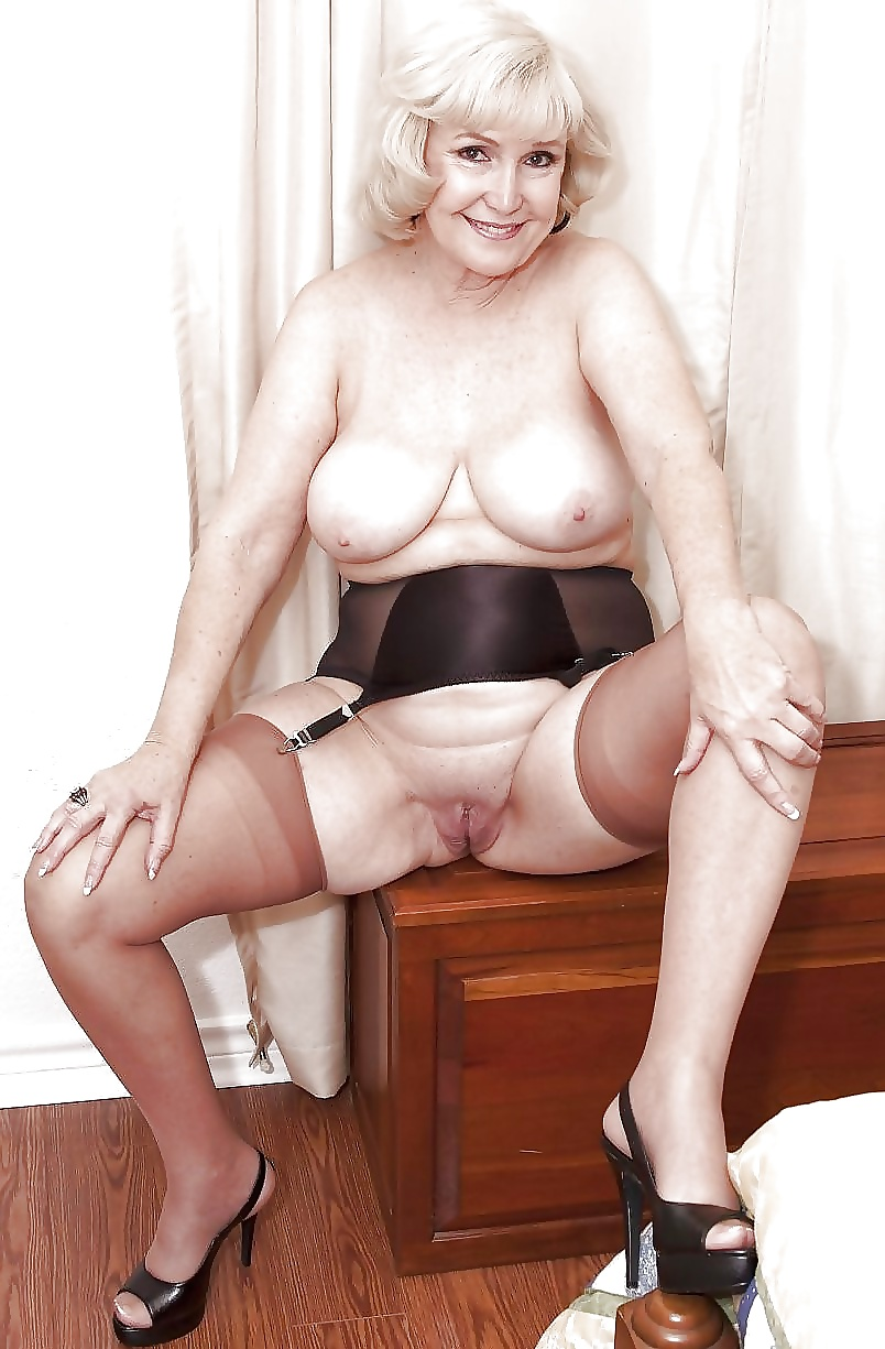 Nude mom shows all was