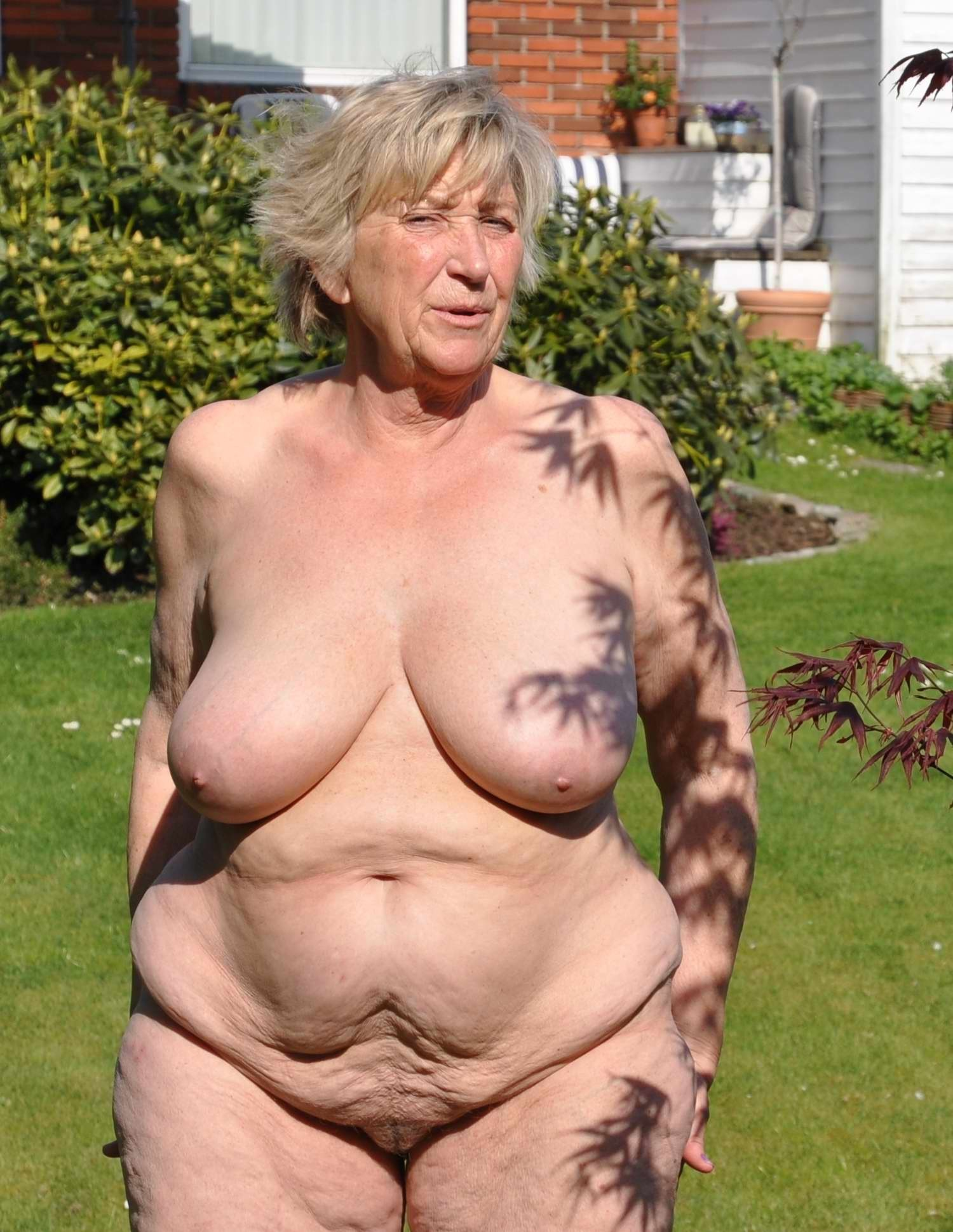 big-breasted gilf shows her all-natural boobies