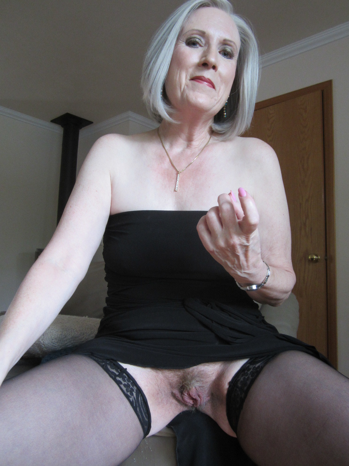 Omageil hot busty mature lady solo striptease 4