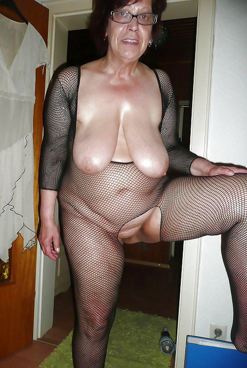 legs saggy Naked granny boobs picture hairy