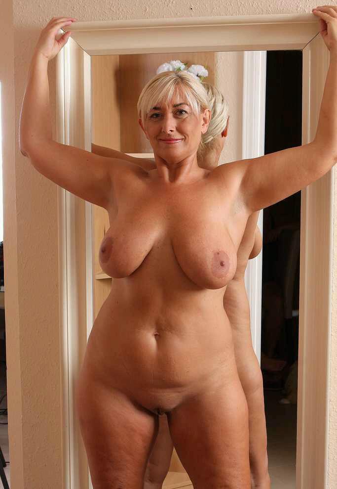 старые голые красивые женщины эро фото