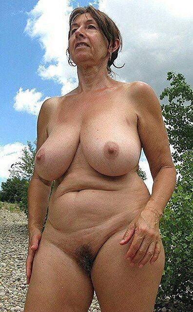 Голые пожилые женщина