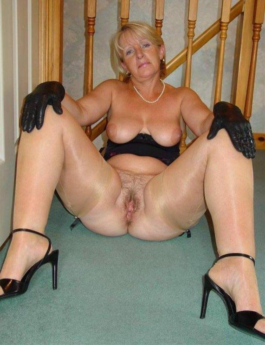 Kinky Mature Amateur Porn - Plumper milfs posing naked