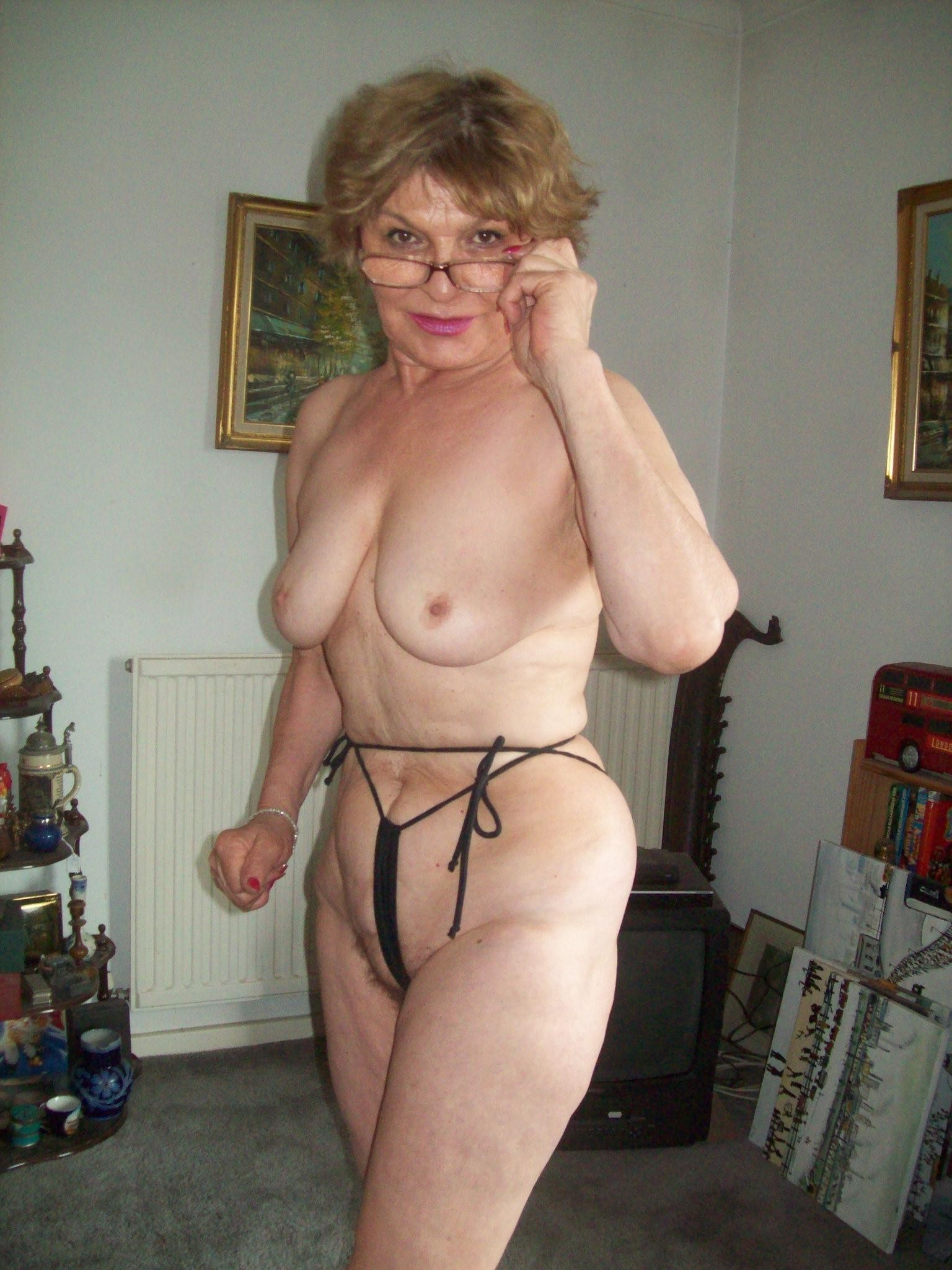 hot sexy and naked shaved milf
