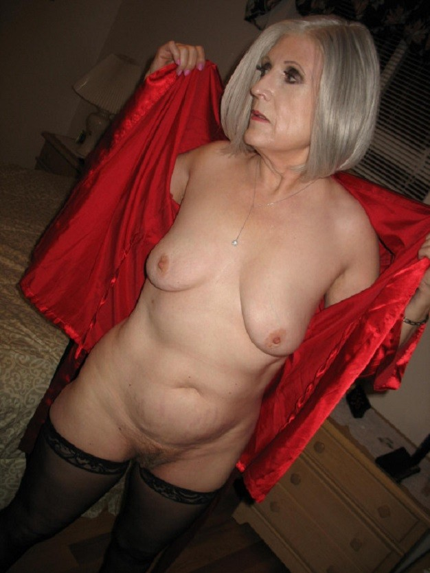 sexiest milfs and gilfs with the awesome tits