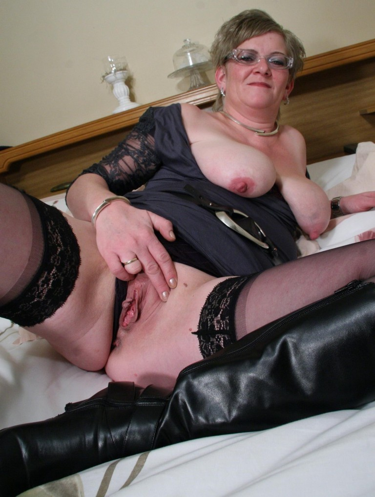 Amateur granny porn gallery