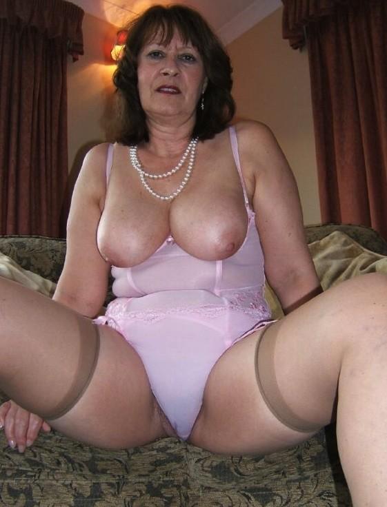 Hot mom found on milfsexdating net