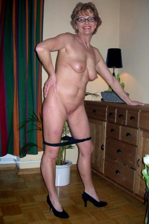 Sexy grandmas posing nude