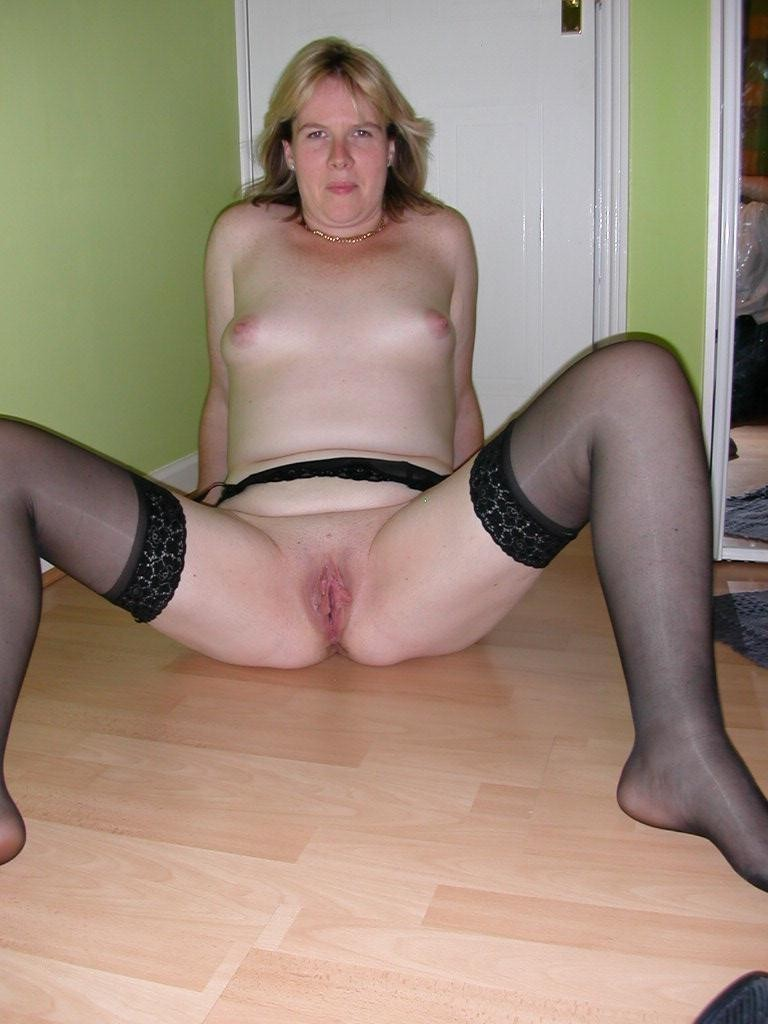 image Mature in nude pantyhose takes amazing anal fuck