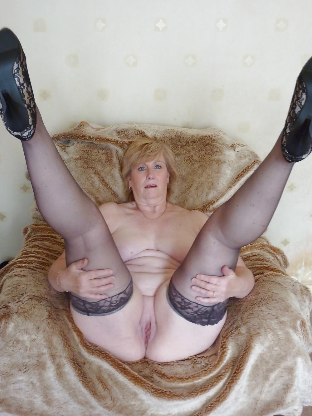 Beautyful curvy nude girl