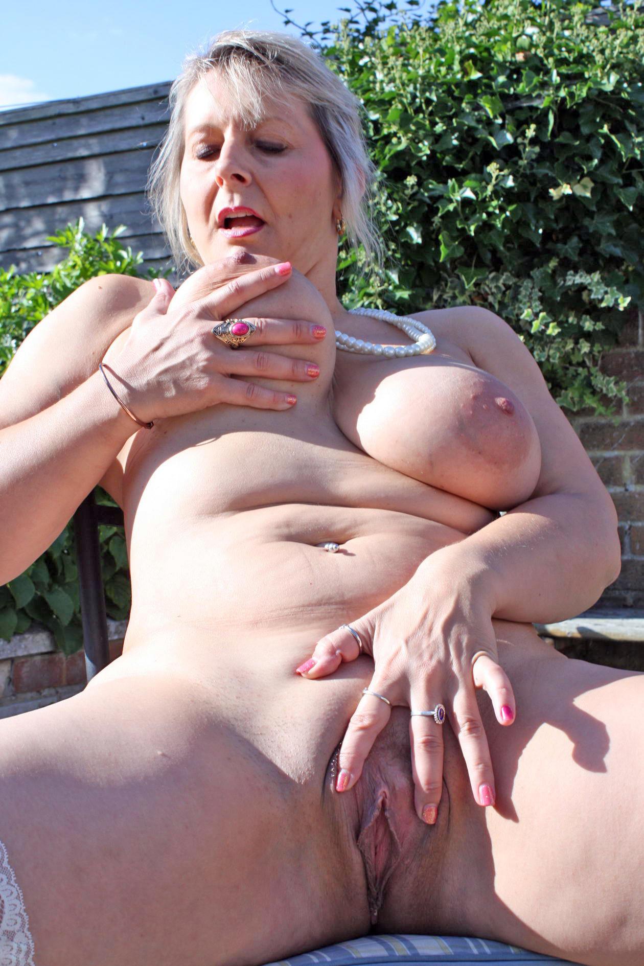 Lady gaga strips naked