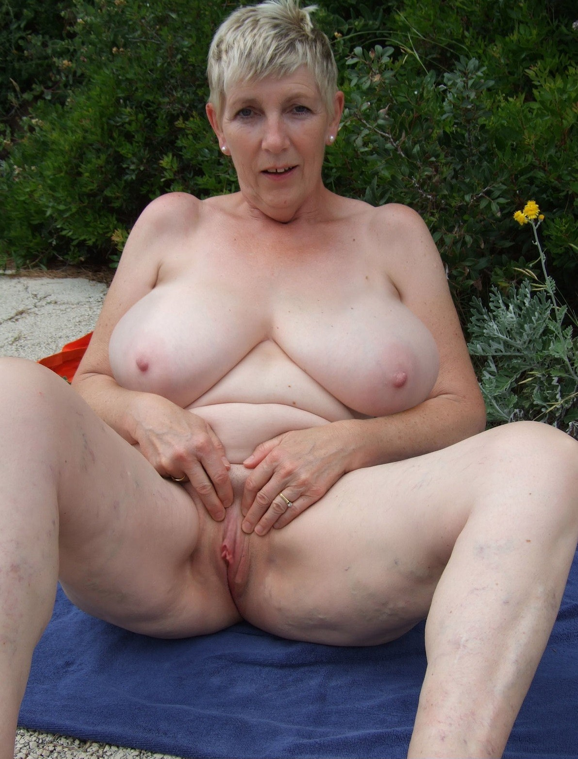 older women are having the awesome tits