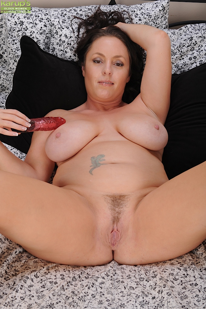 Genitalsize.com big heavy natural granny tits