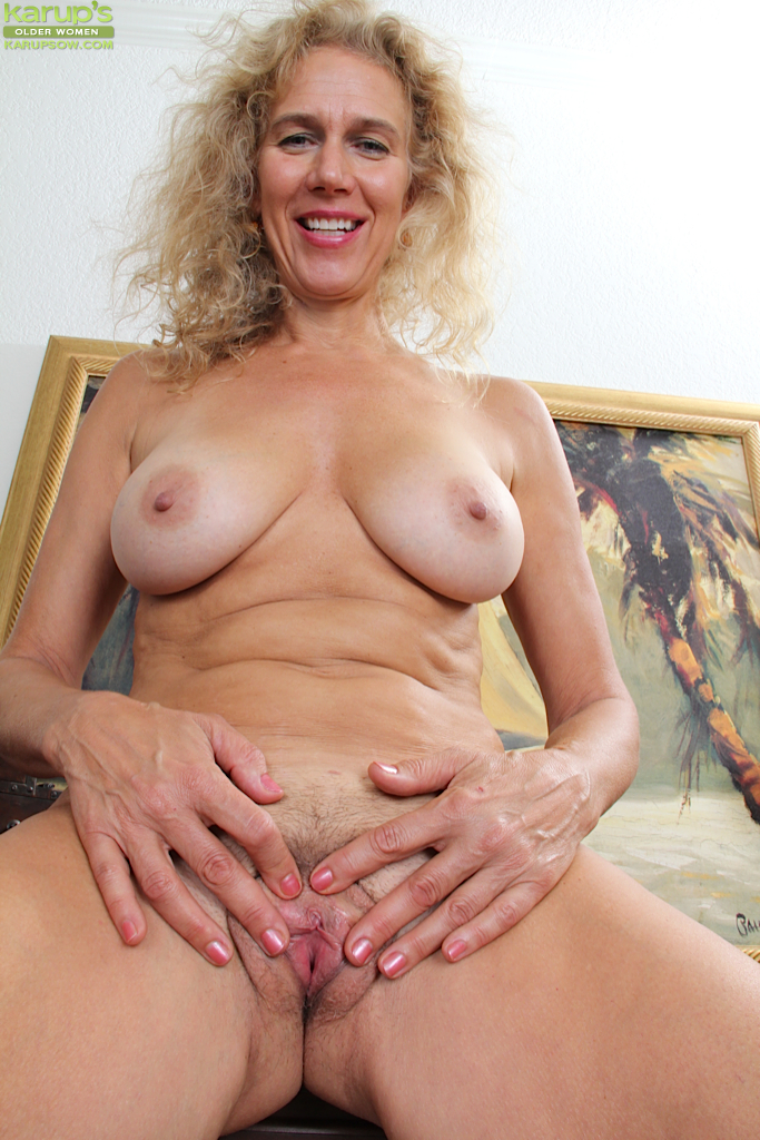 pussy spread hairy Cougar