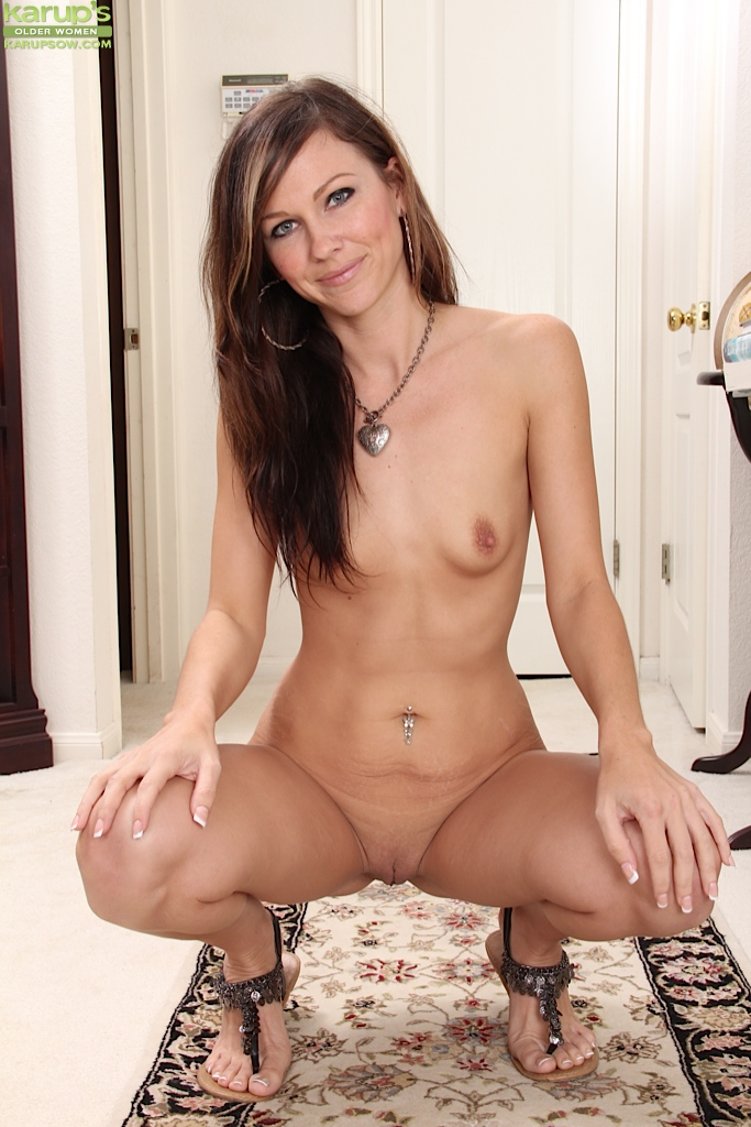 Nice Milf Shaved Pussy