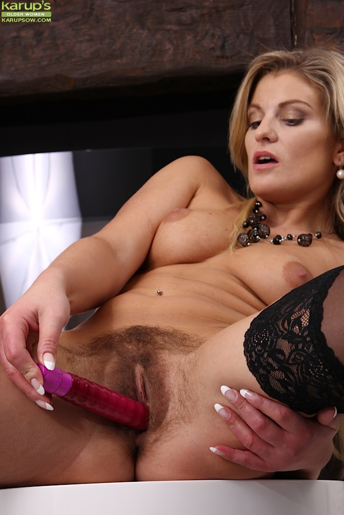 Babe milf with dildo