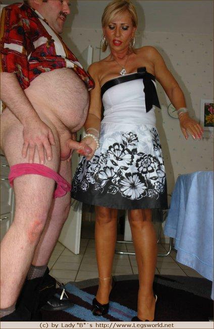 legsworld de   lady barbara in foot fetish action