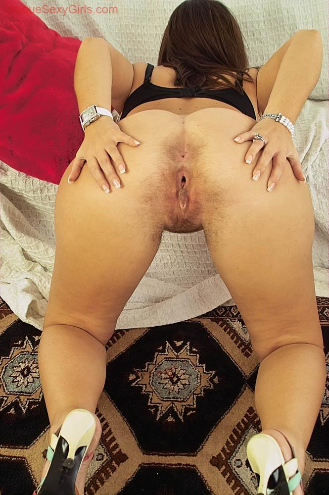 Granny hanging tits