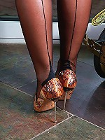 High-heels, that's what makes a mature woman sexy