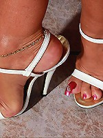 Enjoy sensationally hot toes of unforgettable Lady Barbara